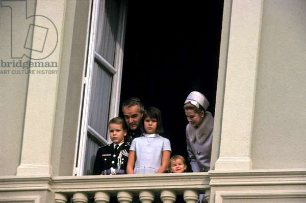 Princess Grace, Prince Rainier Iii of Monaco and Their Children Caroline, Stephanie Et Albert (Future Albert Ii) 1966 (photo)