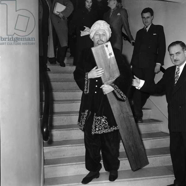 The Fakir Rayo arrives in Paris, (Photography) 1952