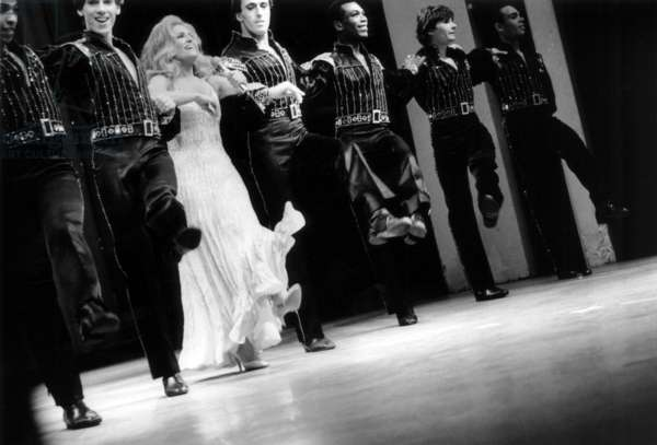 Dalida on Stage With her Dancers at The Olympia, Paris, March 19, 1981 (b/w photo)