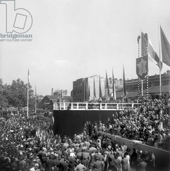 Christening of the avenue of the general Leclerc in Paris on June 18, 1949 : speech of general Charles de Gaulle (b/w photo)