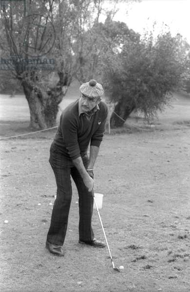 Scottish actor Sean Connery playing golf in Saint Nom la Breteche (Yvelines) on October 13, 1976