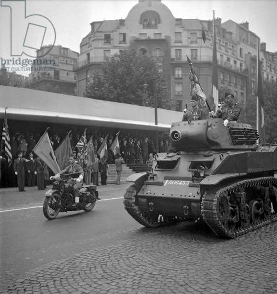 Anniversary of the Liberation of Paris on August 28, 1949 : tanks (b/w photo)