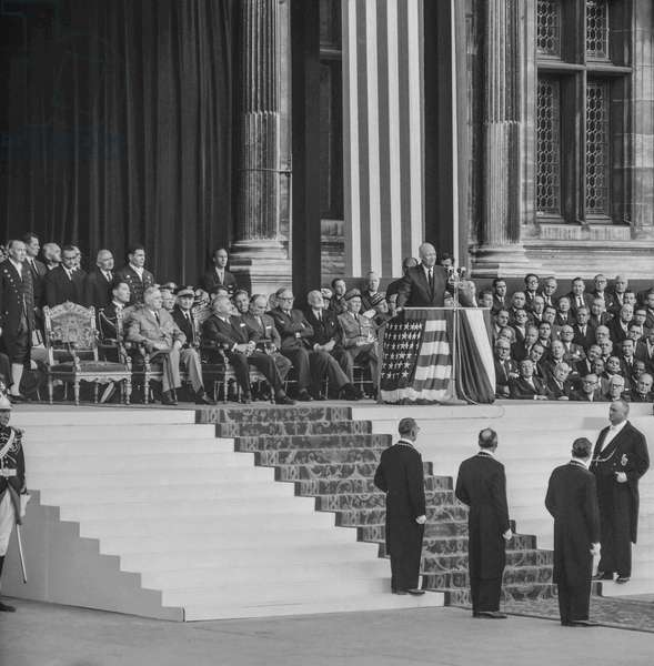 Visit of American president Dwight Eisenhower in Paris : here speech at the City Hall in presence of French president Charles de Gaulle, September 2, 1959 (b/w photo)