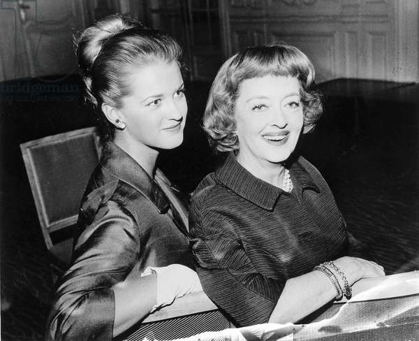 L'actrice américaine Bette Davis (1908-1989) et sa fille Barbara 1963 (b/w photo)