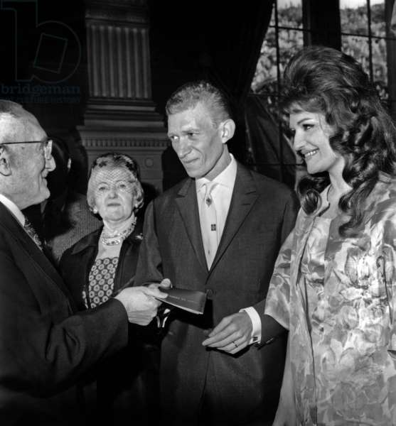 Wedding of Dalida and Lucien Morisse in Paris on April 18, 1961 (b/w photo)