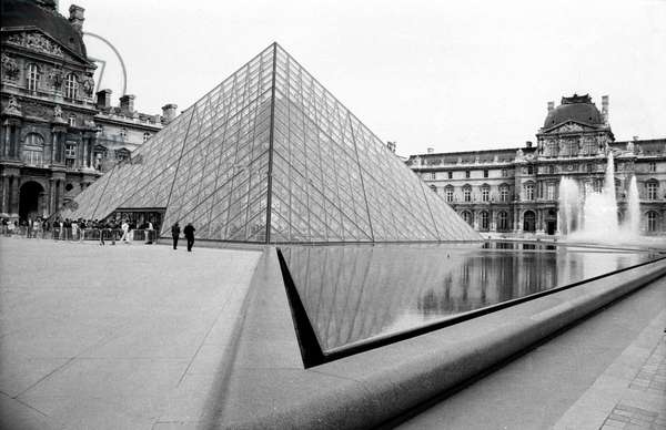 Pyramid of Louvre in Paris March 28, 1989 (b/w photo)