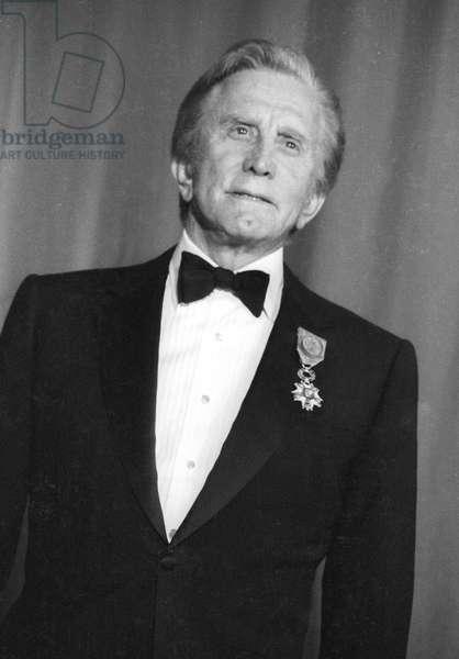 Cesar Award ceremony, Paris, March 5, 1990 : Kirk Douglas (b/w photo)
