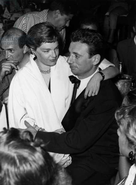 Yves Montand and Simone Signoret on Holidays in Juan Les Pins, French Riviera, August 29, 1953 (b/w photo)