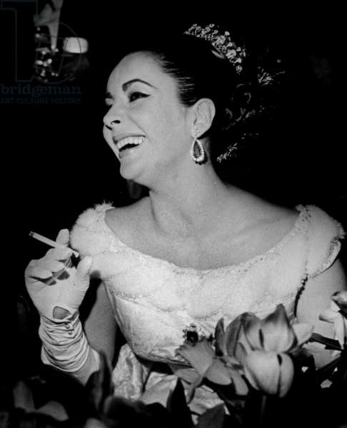 Elizabeth Taylor during A Party at English Embassy in Paris After Opening Night of Movie Lawrence of Arabia March 15, 1963 (With Bulgari Emerald and Diamond Earrings Given By Richardburton) (b/w photo)