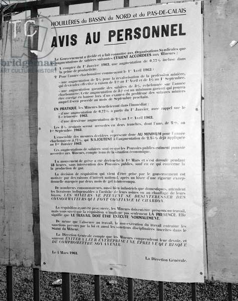 Miners on strike in north of France, March 6, 1963 : in Dechy, poster inviting the miners to stop the strike and announcing increase of salaries (b/w photo)