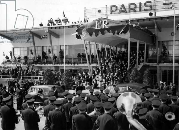 Queen Elisabeth Ii of England Arriving at Orly Airport in Paris For her Visit in France, April 8, 1957 (b/w photo)
