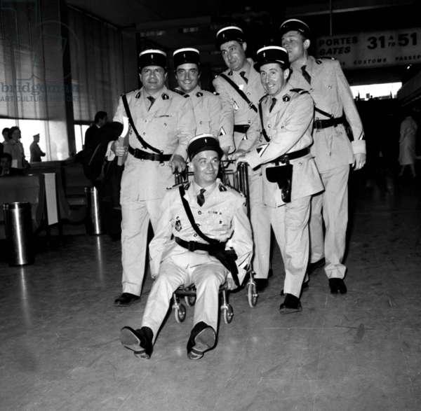 Le Gendarme A New York Avec Michel Galabru Jean Lefevre Lefebvre Christian Marin Michel Modot Louis De Funes Et Guy Grosso 1966 (b/w photo)