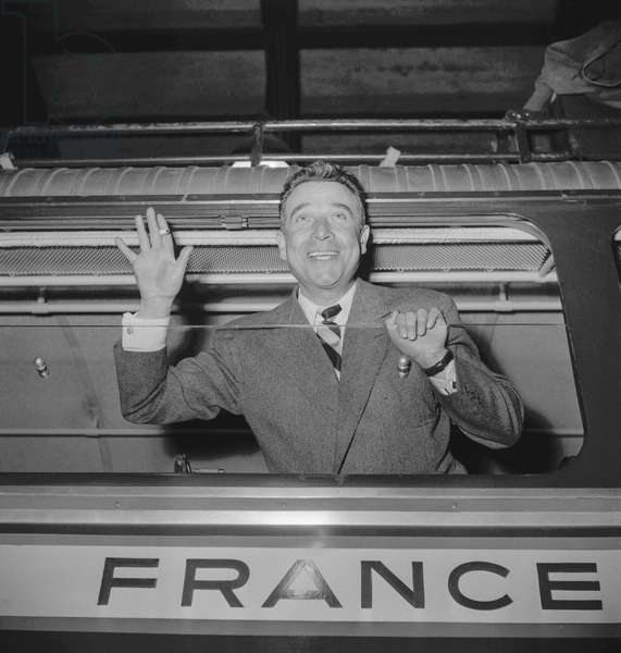 French actor Rene Dary leaving Paris for Canada, 1950 (b/w photo)