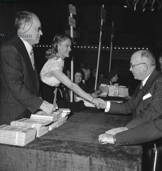 Steve Passeur, Colette Richard and Vincent Auriol at the Books sale of the Society of Dramatic Authors and Composers, 1952