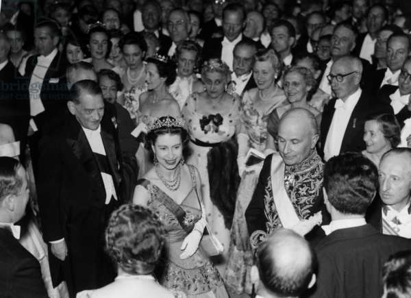 Visit of Queen Elizabeth Ii of England, April 10, 1957 : Reception at The Louvre With French President Rene Coty (b/w photo)
