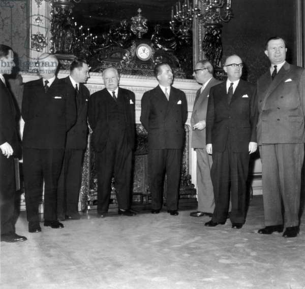 Common Market : Ministers of Foreign Affairs of Countries Members of Euratom (European Community of Atomic Energy) and Common Market on January 6, 1958 Meeting in Paris To Find A Capital To The Little Europe. L-R: Ernst Van Der Beugel (Netherlands), Christian Pineau (France), Joseph Bech (Luxemburg), Pella (Italy), Heinrich Von Brentano and Walter Hallstein (Frg) and Laroque (Belgium)  (b/w photo)