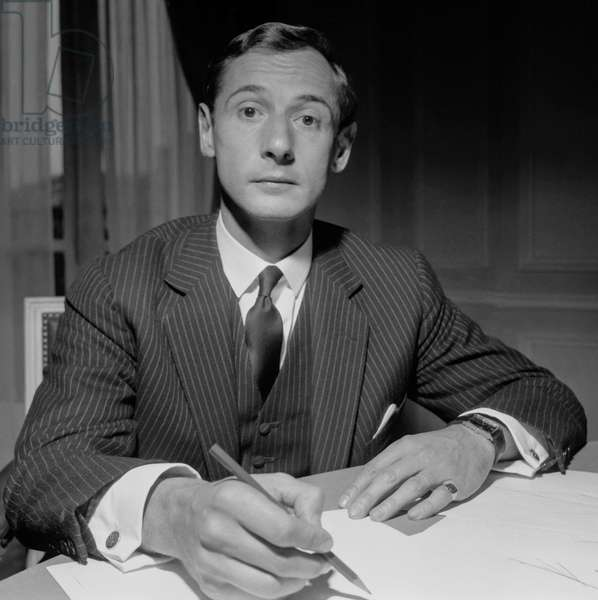 French fashion designer Marc Bohan during a press conference at Dior's, Paris, September 28, 1960 (he takes the place of YSL) (b/w photo)