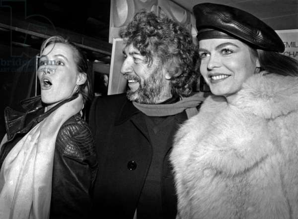"""Director Alain Robbe-Grillet Surrounds By Gabrielle Lazure And Cyrielle Clair In The Premiere Of The Film """"La Belle Captive"""" On February 16, 1983 In A Cinema Near The Champs Elysees (b/w photo)"""