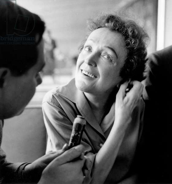 French Singer Edith Piaf Coming Back From Usa and Canada, June 21 1959 in Paris La Celebre Chanteuse Francaise Edith Piaf (1915-1963) A L'Aeroport D'Orly Revenant Des Etats Unis Et Du Canada Ou Elle A Remporte Un Enorme Succes, 21 Juin 1959 Neg:A78764 The Famous French Singer Edith Piaf (1915-1963) at Orly Airport, June 21, 1959 (b/w photo)