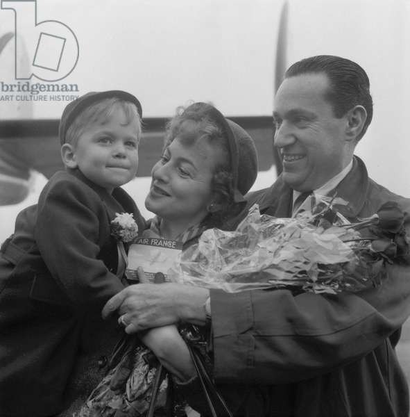British-American actress Olivia de Havilland and her son Benjamin Goodrich meeting up her fiance French author and journalist Pierre Galante at Orly airport on October 29, 1953