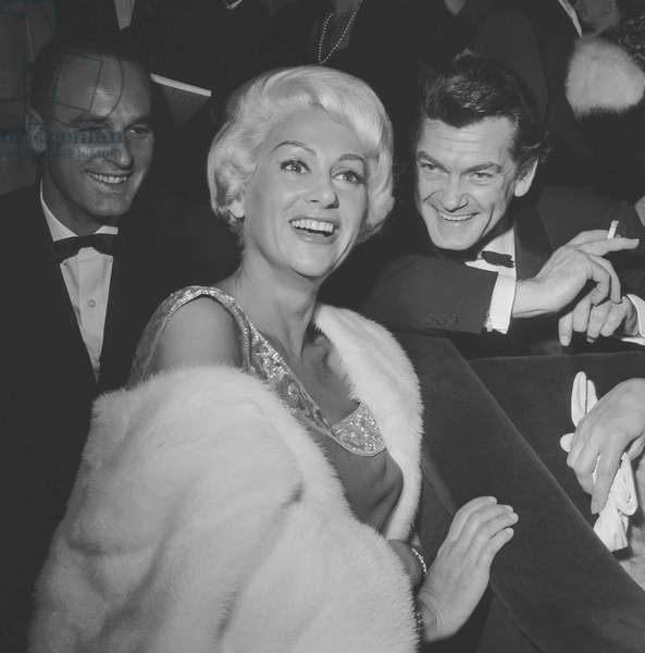 """Premiere of film """"Let's make love"""" at the Palais de Chaillot in Paris on October 4, 1960 : Martine Carol and Jean Marais (b/w photo)"""