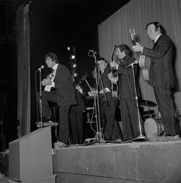 French singer Enrico Macias and his musicians at his premiere on February 6, 1970