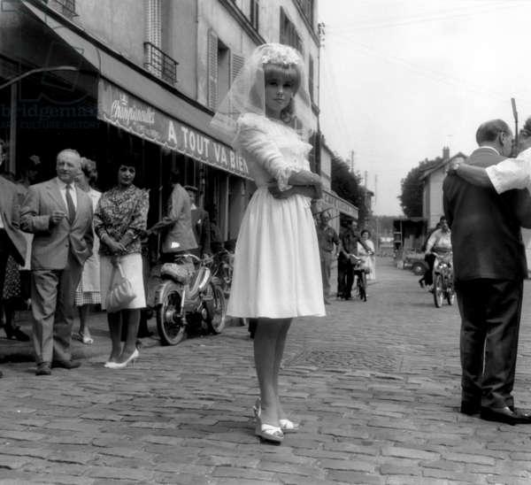 L'actrice française Catherine Deneuve, mariée sur le tournage du film de RogerVadim «Vice and Virtue» à Epinay Sur Seine le 30 juillet 1962