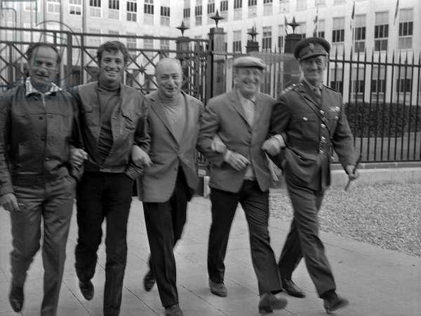 Jean Paul belmondo Bourvil and Gerard Oury and david Niven on the set of the movie Le cerveau (aka the Brain), 1969 (b/w photo)