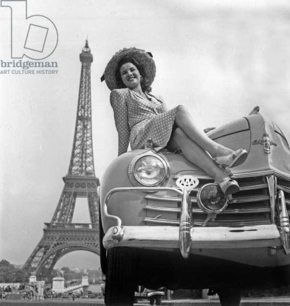 "Concours D'Elegance"" on June 28, 1947 Paris : Miss Belan (Eiffel Tower) (b/w photo)"