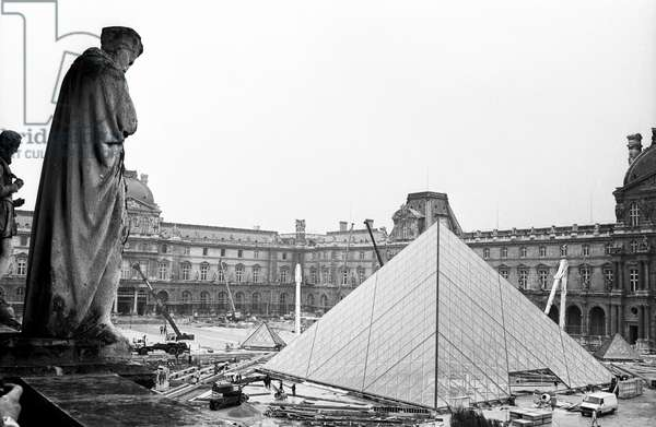 Building of The Louvre Pyramid in Paris March 18, 1988  (b/w photo)