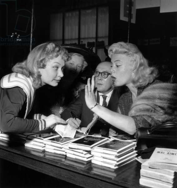 Actress Evelyne Ker, Writer Albert Simonin and Actress Dora Doll during A Book Sale at Unesco in Paris on 7 May, 1954 (b/w photo)
