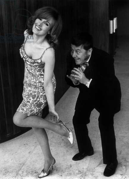Karyn Balm Et Francis Blanche Dans Le Film Le Grand Bidule De Raoul Andre Le 1Er Mars 1967 (b/w photo)