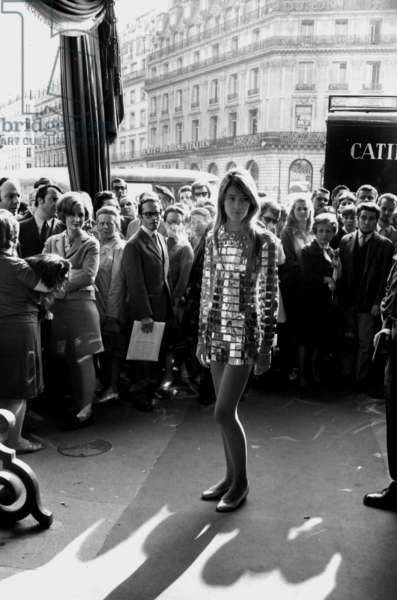 Francoise Hardy Presented A Dress By Pacorabanne during The Demonstrations of May 1968, For The Unveiling of A Jewellery, in Paris, on May 15Th, 1968 (b/w photo)