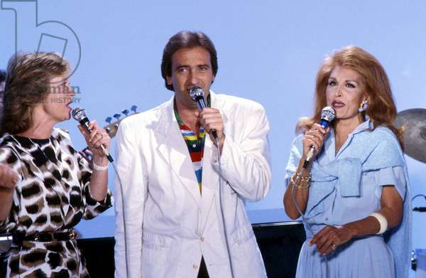 Singers Alice Dona , Yves Lecoq and Dalida during TV Programme in The 80'S (photo)