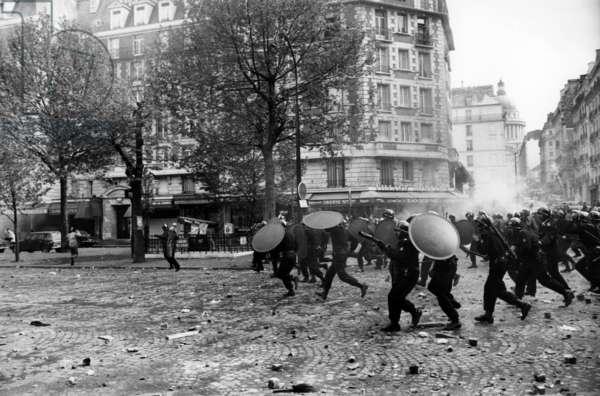 Manifestations D'Etudiants A Maubert Le 7 Mai 1968  Cx1715-1716 (b/w photo)