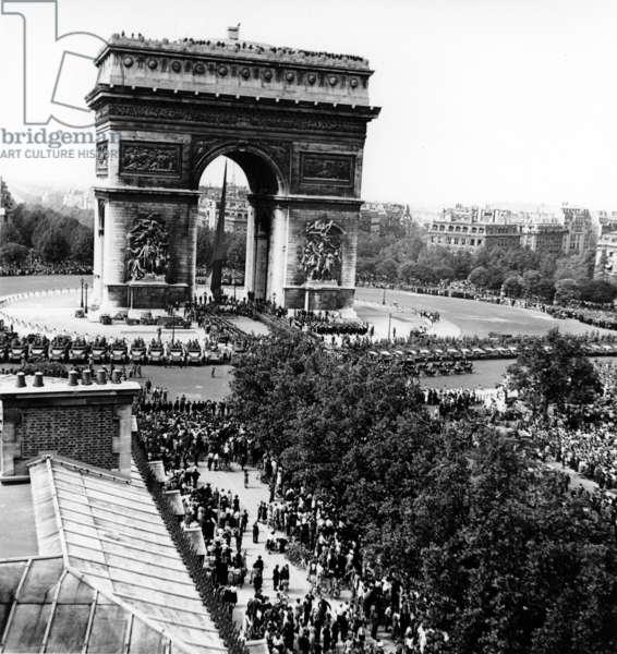 Fete De La Victoire In Paris 8 August 1945 (b/w photo)