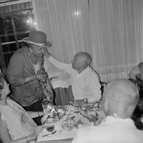 Spanish painter ans sculptor Pablo Picasso choosing a lobster in Coco Beach restaurant in Nice, on June 20, 1964