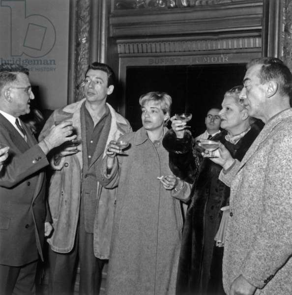 "Au Theatre Sarahbernhardt A Paris, Reception Pour La Premiere De La Piece ""Les Sorcieres De Salem"" G-D : A M Julien, Yves Montand, Simone Signoret, Elvire Popesco Et Marcel Ayme Le 14 Janvier 1954 Neg:A852 --- Premiere of Play ""Les Sorcieres De Salem"" in Paris on January 14, 1954 : A M Julien, Yves Montand, Simone Signoret, Elvire Popesco and Marcel Ayme (b/w photo)"