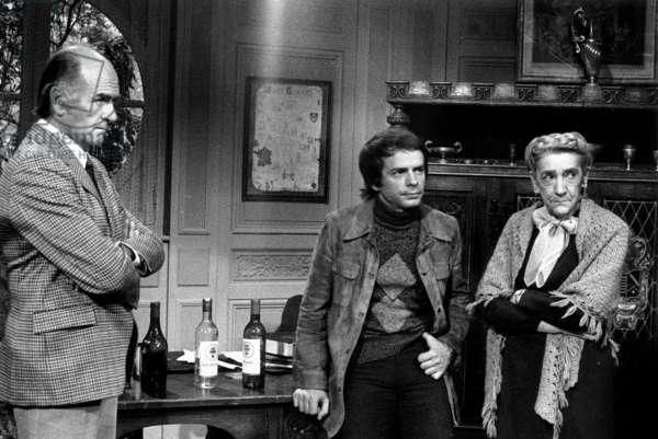 "TV Show ""Les Vignobles"" De Cl Loursais With De Gauche A Droit Christian Barbier Gerard Lartigau Et Muse D Albray September 22, 1973 (b/w photo)"