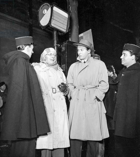 "Shooting of film ""L'Invite du mardi"" on February 9, 1950 with Michel Auclair, director Jacques Deval and Jean Berton (b/w photo)"