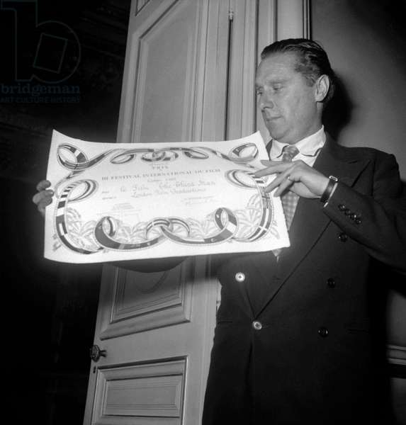 "Grand Prize of the Cannes film festival given to director Carol Reed (for film ""The third man"") on October 20, 1949 (b/w photo)"