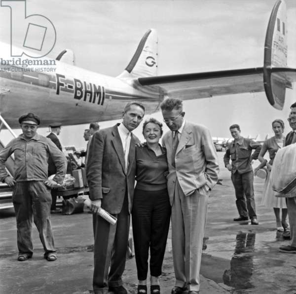 Edith Piaf Welcome By Marcel Blistene and Michel Emer at Orly Airport, Paris, August 8, 1957 (b/w photo)