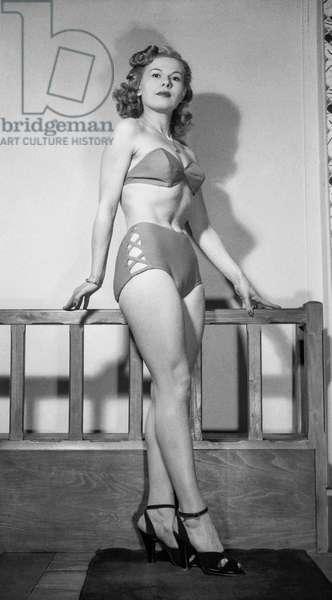 Ledoux fashion (summer), Paris, April 14, 1950 : swimming suit (bikini) (b/w photo)