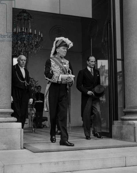 Sir Pierson Dixon, new English ambassador in Paris, at the Elysee, Paris, October 15, 1960 (b/w photo)
