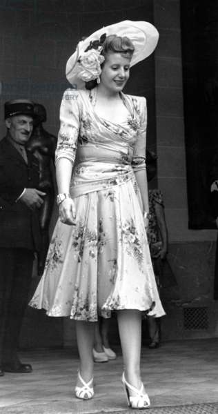 Eva Peron (Evita) in Paris during The Official Visit of her Husband Argentinian President Juanperron in France For Signature of French-Argentinian Commercial Treaty, in July 1947 (b/w photo)