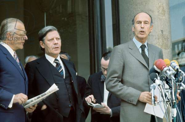 Helmut Schmidt, German Chancellor, and French President Valery Giscard D'Estaing at Elysee Palace in Paris in May 1974 (photo)