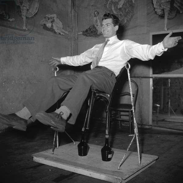 Jean Marais training for the Artists Union Gala, 1950