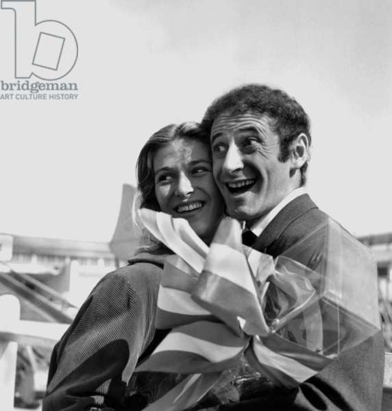 Marcel Marceau Coming Back From United States Welcome By his Wife at The Airport on March 26, 1956 (b/w photo)