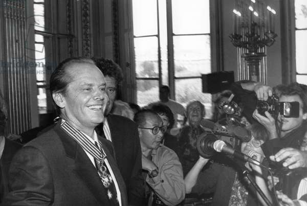 Jack Nicholson Having received the Badges of Commander of the Arts of Letters From Jack Lang at the Ministry of Culture, September 11, 1990 (b/w photo)