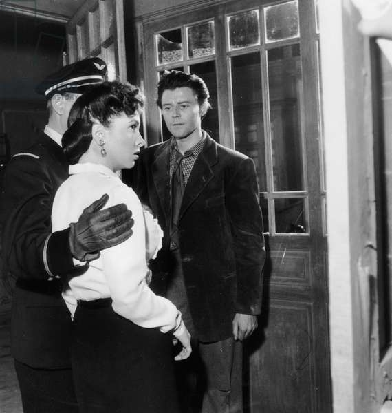 Gerard Philipe et Gina Lollobrigida sur le plateau du film Beautés de la nuit (Le Belle Della Notte) 05 avril 1952 (photo b/w)